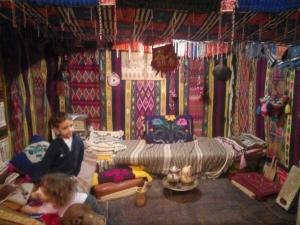 La boutique de Hacène sur la place du marché de Ghardaïa. Source : Inty