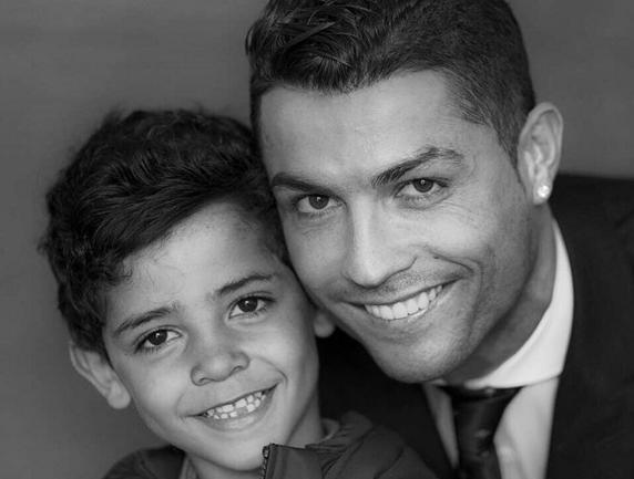 #BonneNouvelle Cristiano Ronaldo et son fils soutiennent les enfants syriens