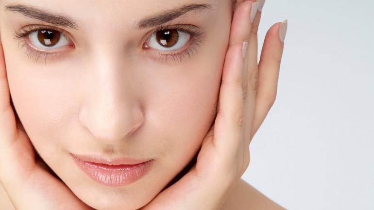 Ces gestes faciles à adopter pour une peau saine
