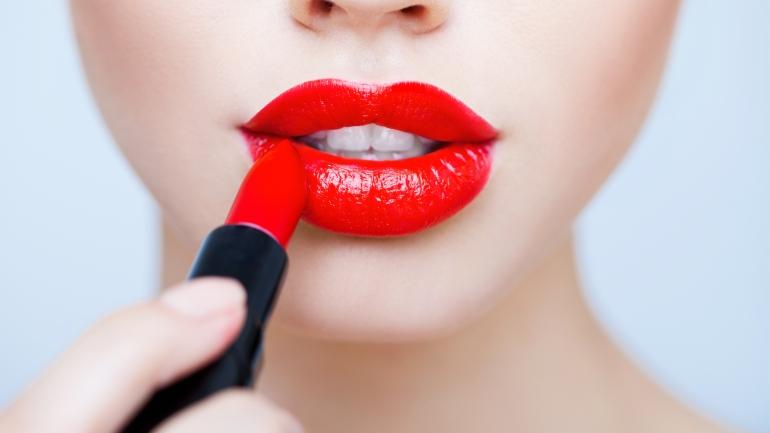 Nos secrets pour faire tenir ton rouge à lèvre plus longtemps