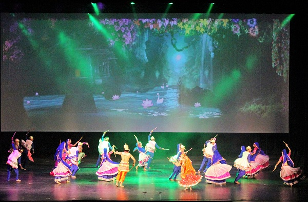 #Vidéo Beyond Bollywood : Une comédie musicale indienne à l'Opéra d'Alger