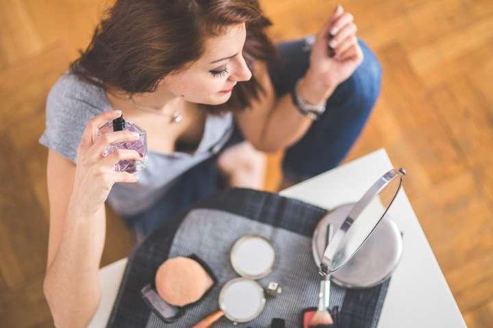 #Beauté : tu ne vaporises sûrement pas ton parfum au bon endroit…