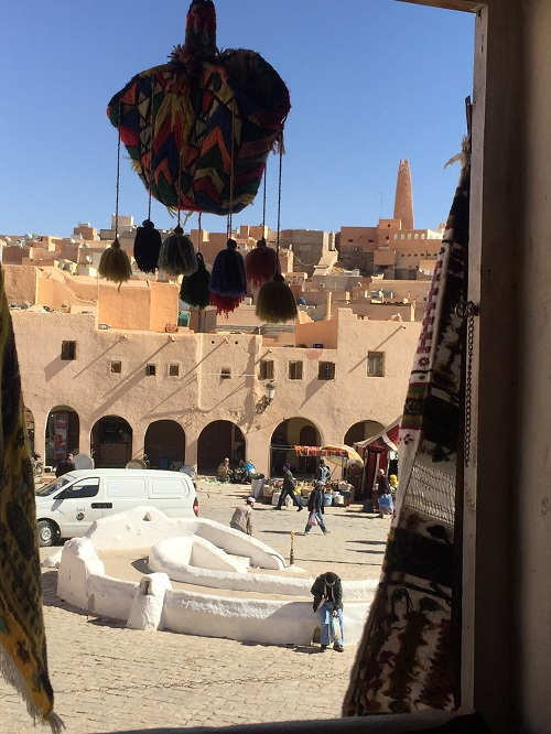 Le marché de Ghardaïa vue d'un magasin