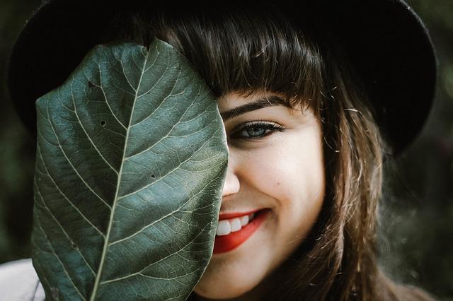L'art de s'épiler les sourcils et la moustache par Wafa, blogueuse algérienne