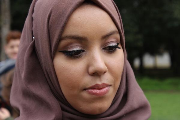 #Streetstyle vidéo : Yousra et ses yeux de biche dorés