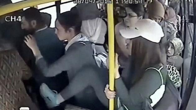 #Miso L'homme qui exhibe ses parties génitales dans un bus