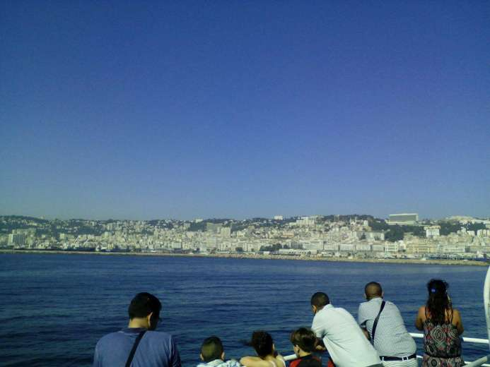 Famille, soleil et passeport vert : mes vacances au bled