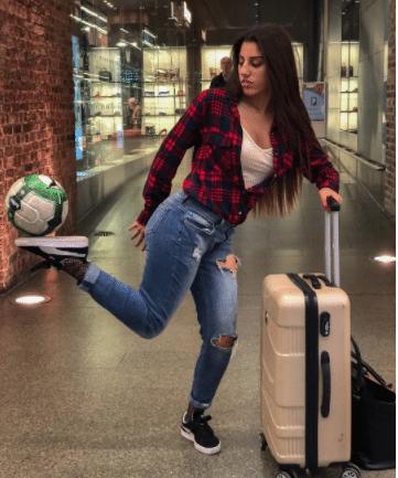 Lisa Zimouche, la freestyleuse algérienne qui se mesure aux plus grands footballeurs