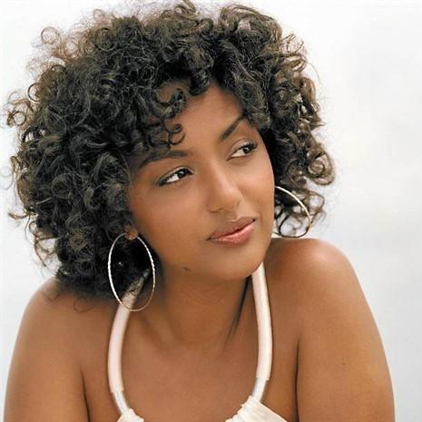 Soha, une chanteuse franco-algérienne à la musique métissée