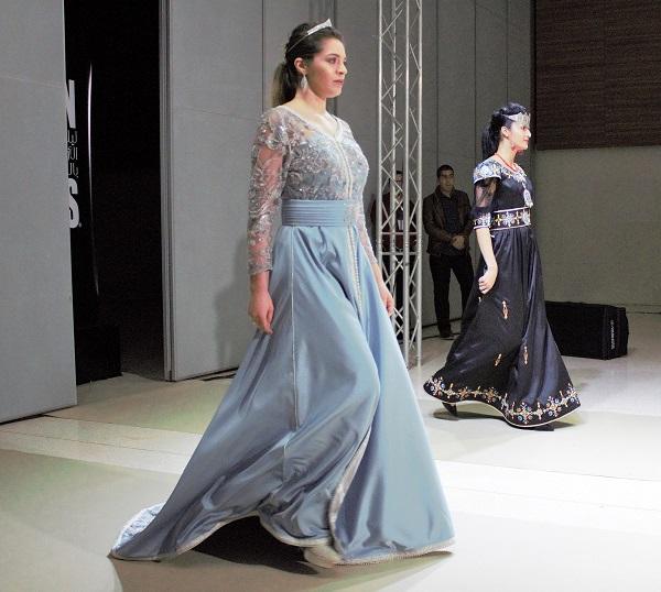 #Vidéo Défilé de robes traditionnelles haute couture à Alger