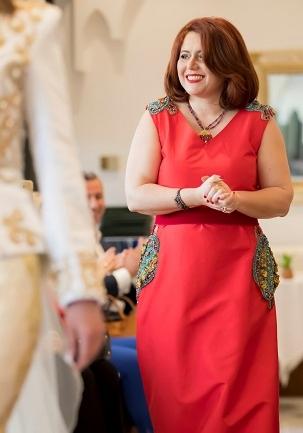 Faïza  Antri Bouzar, ses robes traditionnelles dans la tendance actuelle