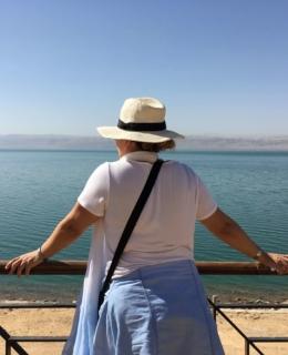 baigner dans la mer morte en jordanie